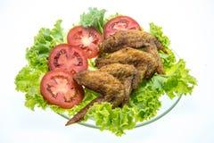 Fried Chicken Wings på vit bakgrund Fotografering för Bildbyråer