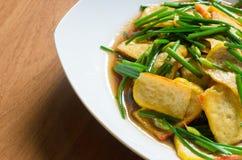 Fried Chinese Chives com coalho amarelo do feijão de soja imagem de stock