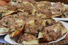 Fried Crab Meat profond et porc haché dans le crabe Shell photos stock