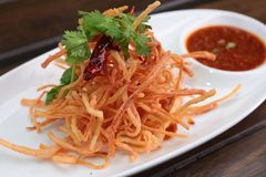 Fried Crab Sticks avec Chili Sauce doux Images libres de droits