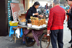 Fried Crab vendor in China Stock Images