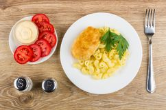 Fried cutlet with pasta, mayonnaise, tomatoes, pepper, salt and Stock Photography