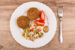 Fried Cutlets With Vegetable Mix, Tomatoes And Mustard In Plate Stock Photos