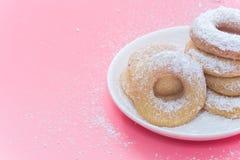 Fried Donuts no fundo cor-de-rosa fotografia de stock royalty free