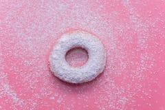 Fried Donuts no fundo cor-de-rosa imagem de stock
