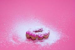 Fried Donuts no fundo cor-de-rosa fotografia de stock