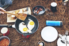 Fried Egg Bean Bacon Bread-Kaffee entspannen sich, Konzept kochend stockfotografie
