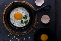 Fried egg in black pan Royalty Free Stock Photos