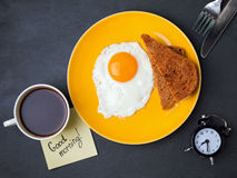 Fried egg, bread, coffee and note with text Royalty Free Stock Photos