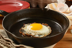 Fried egg in a cast iron skillet Royalty Free Stock Photography