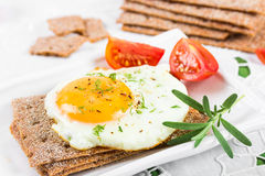 Fried egg on crisp bread Royalty Free Stock Photos