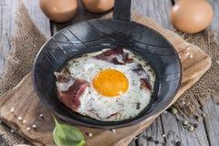 Fried Egg en una cacerola Imagenes de archivo