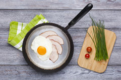 Fried egg and ham breakfast Stock Images
