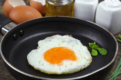 Fried egg heart-shaped Royalty Free Stock Photography