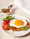 Fried egg sandwich breakfast meal Royalty Free Stock Photos