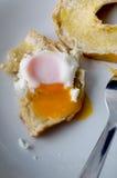 Fried Egg sur le bagel - la perspective du wagon-restaurant image libre de droits