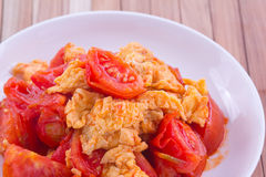 Fried egg with tomato Royalty Free Stock Images