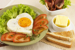 Fried egg, tomato and bacon Royalty Free Stock Photos