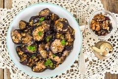 Fried Eggplant com nozes imagens de stock