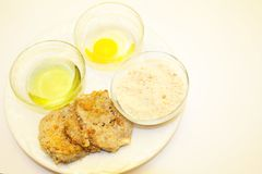 Fried Eggplant com Olive Oil, o ovo e as côdeas de pão ralado Fotos de Stock Royalty Free