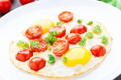 Fried eggs with cherry tomatoes Stock Photography