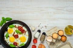 Fried Eggs mit Kopien-Raum Lizenzfreie Stockfotos
