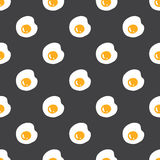 Fried eggs seamless pattern on grey Royalty Free Stock Photos