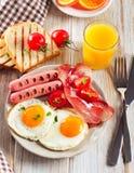 Fried Eggs und Speck zum gesundes Frühstück Lizenzfreie Stockfotos
