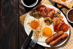 Fried Eggs With Bacon, Sausages And Vegetables For Breakfast Royalty Free Stock Photos