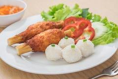 Fried finhackade räka med sockerrottingen och nudlar, vietnamesisk mat Arkivbild