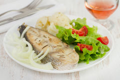 Fried fish with cauliflower and salad Royalty Free Stock Photos