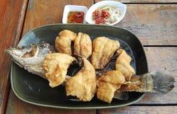 Fried Fish mit Numerisch-Winkel des Leistungshebels Fischsauce-Winkels des Leistungshebels Tod stockbild