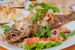 FRIED FISH WITH MIXED HERB Royalty Free Stock Images