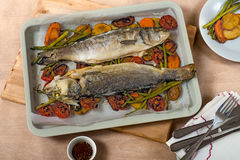 Fried fish over vegetables Royalty Free Stock Photos