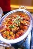 Fried Fish profundo com porcas de caju, fonte do agridoce em Buffe fotos de stock royalty free