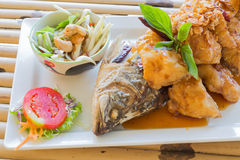 Fried fish with tamarind sauce Royalty Free Stock Photos