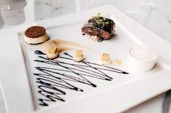 Fried Foie gras med söt och sur balsamic sås arkivfoton