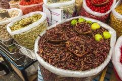 Fried Grasshoppers da vendere nel mercato, Messico fotografia stock