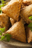 Fried Indian Samosas caseiro Imagem de Stock Royalty Free