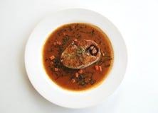 Fried King-Makrele mit roter Chili-Sauce Stockfotografie