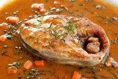 Fried King-Makrele mit roter Chili-Sauce Lizenzfreie Stockfotografie