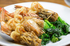 Fried King Prawns Asian Look räka med grönsaken Royaltyfri Foto