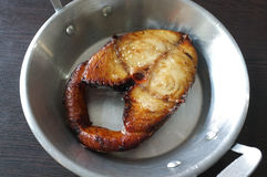 Fried Mackerel Fish i panna Royaltyfria Foton