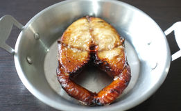 Fried Mackerel Fish i panna Royaltyfria Bilder