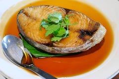 Fried Mackerel Fish met Vissensaus royalty-vrije stock foto's