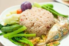 Fried mackerel with shrimp paste sauce (nam prik kapi pla too) Royalty Free Stock Photos