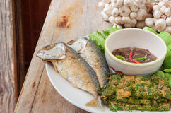 Fried mackerel with shrimp paste sauce and various vegetables. (Nam Prik Ka Pi), Thai Food Royalty Free Stock Photos