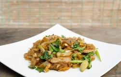 Fried Noodle und Schweinefleisch Stockbild