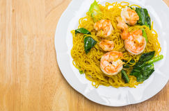 Fried noodles with prawns Royalty Free Stock Photos