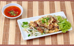 """Fried oyster with bean sprouts and shallot as """"Hoi Tod"""" in Thai . Side View. Fried oyster with bean sprouts and shallot as """"Hoi Tod"""" in Thai served Royalty Free Stock Images"""